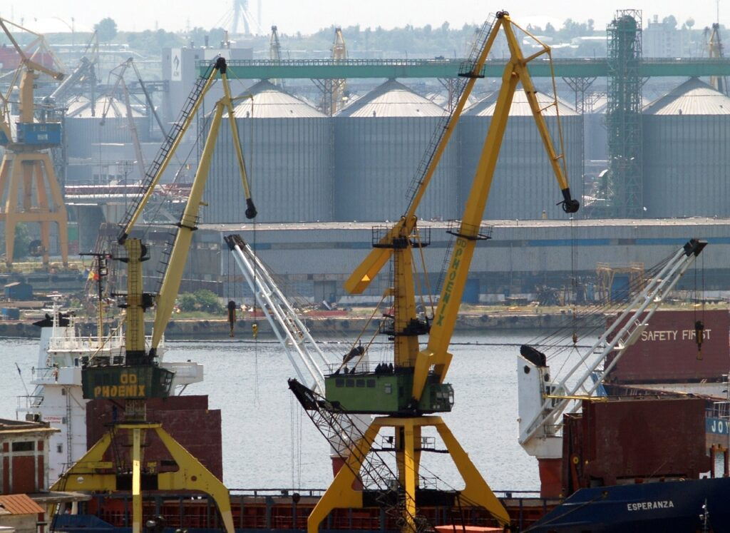 Constant port - grain terminal
