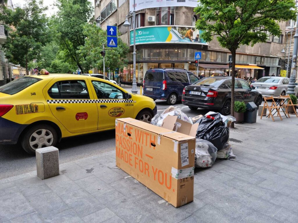 Garbage on the streets of Sector 1, Bucharest